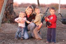 Anndri and children